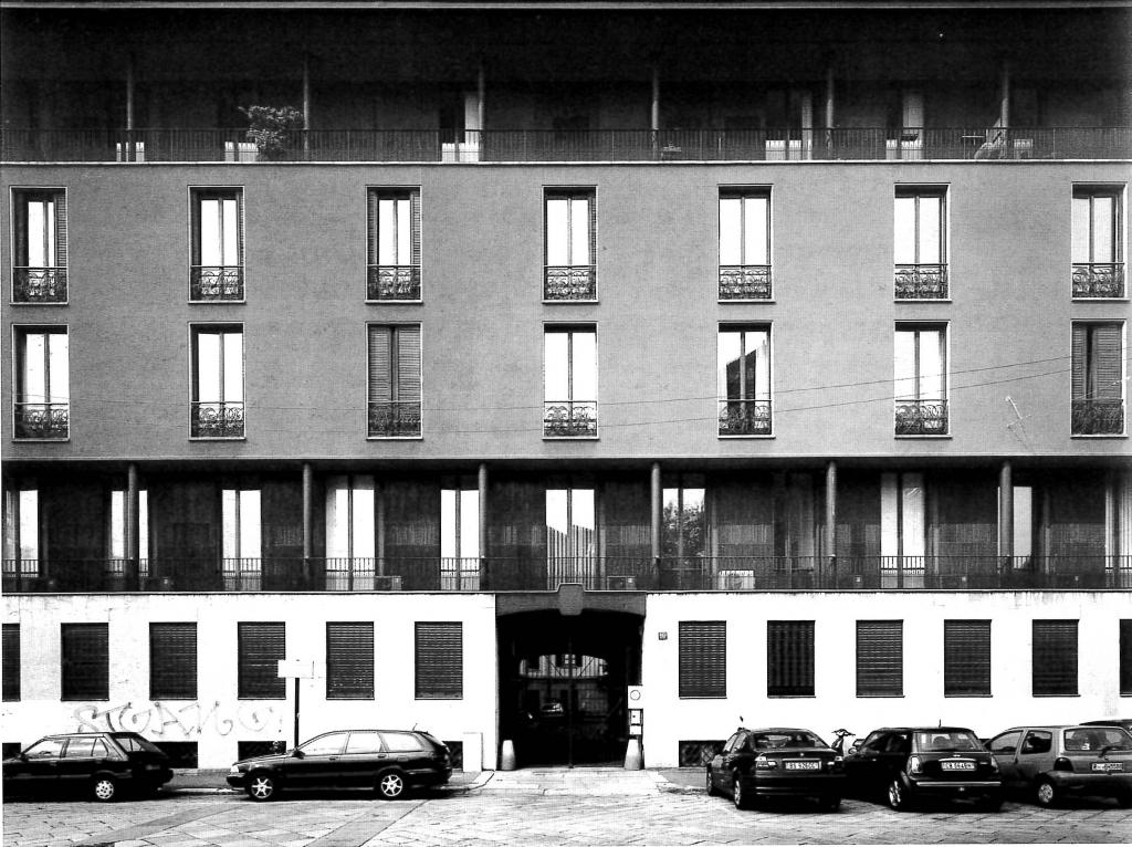 Edificio in Piazza Sant'Ambrogio, 1947