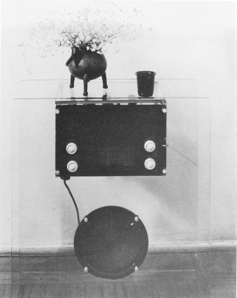 """1938 - la radio è ancora un """"mobile radio"""" e come tale ha bisogno di soprammobili"""